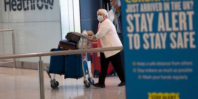 Illustrationsbild: Resenärer på Heathrow i London. Matt Dunham / TT NYHETSBYRÅN