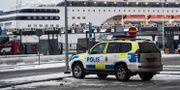 Polis i Värtahamnen i Stockholm. Stina Stjernkvist/TT / TT NYHETSBYRÅN