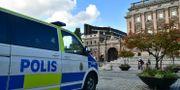 Polisbevakning utanför riksdagshuset. Stina Stjernkvist /TT / TT NYHETSBYRÅN