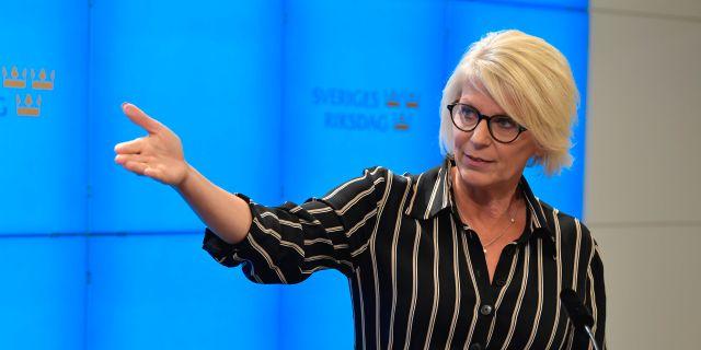 Elisabeth Svantesson på dagens pressträff. Jessica Gow/TT / TT NYHETSBYRÅN