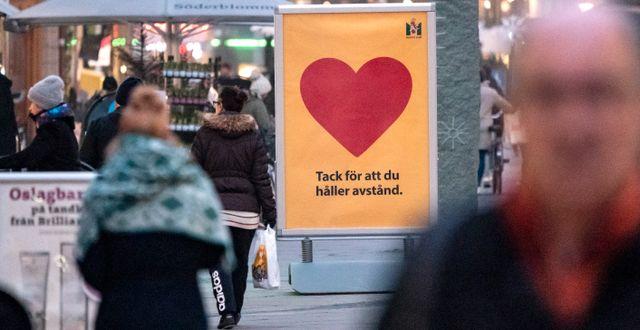 Skylt i Malmö som påminner om att hålla avstånd. Illustrationsbild. Johan Nilsson/TT / TT NYHETSBYRÅN