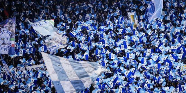 16 Lazio-supportrar ska betala klubbens böter efter att ha gjort fascisthälsningar. Angelo Carconi / TT NYHETSBYRÅN