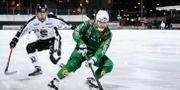 Hammarbys Ivan Lebedev och Sandvikens Lucas Widman under en  match på Zinkensdamms IP.  Erik Simander/TT / TT NYHETSBYRÅN