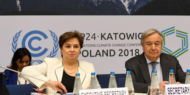 Generalsekreteraren för FN:s ramverk för klimatförändringar Patricia Espinosa och FN:s generalsekreterare  Antonio Guterres.  JANEK SKARZYNSKI / AFP