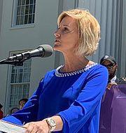 Beck Gerritson, chef för lobbygruppen Eagle Forum, tackar lagstiftarna i Alabama för hårdare lagar mot abort.  TT