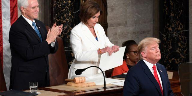 Nancy Pelosi river sönder talet.  Susan Walsh / TT NYHETSBYRÅN
