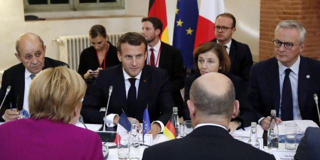 Macron med sina EU-kollegor i Toulouse på onsdagen. GUILLAUME HORCAJUELO / POOL