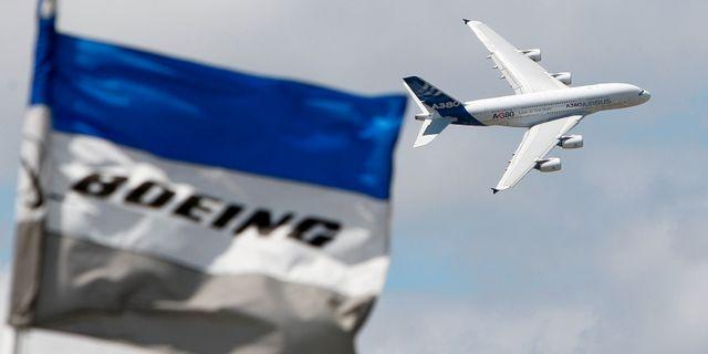 Boeing-flagga och Airbus-plan. Francois Mori / TT NYHETSBYRÅN