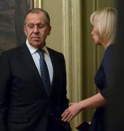 Sergej Lavrov och talespersonen Maria Zakharova. Alexander Zemlianichenko / TT NYHETSBYRÅN