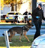 Polisen på plats i Jordbro. Claudio Bresciani/TT / TT NYHETSBYRÅN