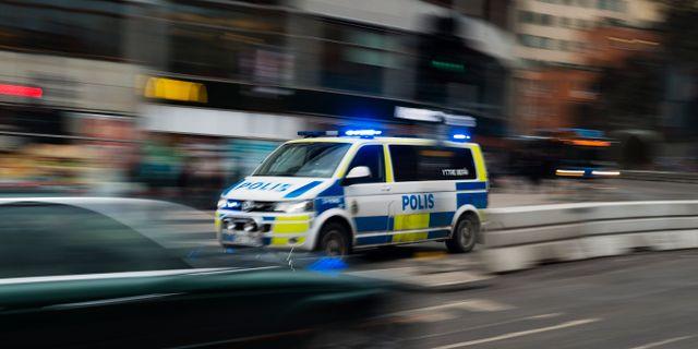 23 aring anhallen for mordforsok med bil