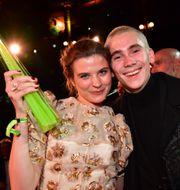Hanna Ardéhn och Felix Sandman med priset för Årets tv-drama för Störst av allt vid Kristallen 2019 på Cirkus. Jonas Ekströmer/TT / TT NYHETSBYRÅN