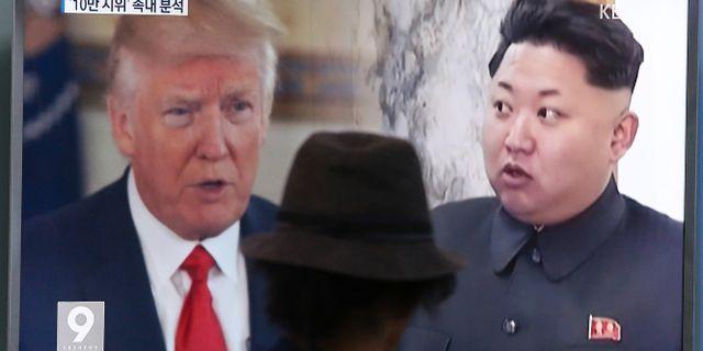 Trump och Kim på sydkoreansk tv under torsdagen. Ahn Young-joon / TT NYHETSBYRÅN