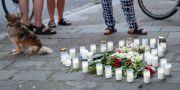 Blommor vid platsen där den 31-åriga kvinnan sköts till döds. Johan Nilsson/TT / TT NYHETSBYRÅN