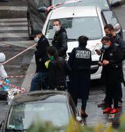 Polisen på platsen under fredagen. Thibault Camus / TT NYHETSBYRÅN