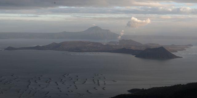 Vulkanen har spytt ut rök och aska sedan i lördags. Aaron Favila / TT NYHETSBYRÅN
