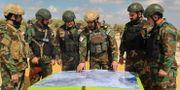 Turkietsstödda stridande förbereder en insats. STR / TT NYHETSBYRÅN