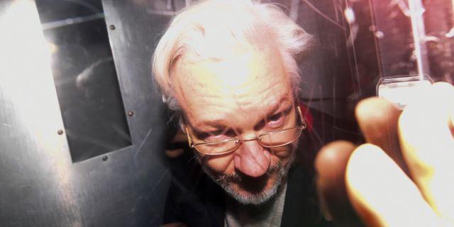 Julian Assange efter ett framträdande i rätten den 13 januari i år. Alberto Pezzali / TT NYHETSBYRÅN