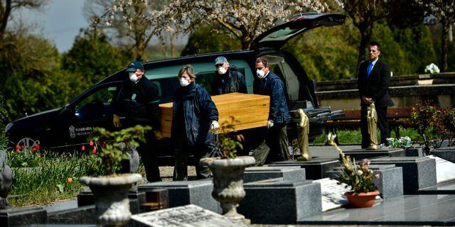 Begravning i närheten av Vitoria i norra Spanien. Alvaro Barrientos / TT NYHETSBYRÅN