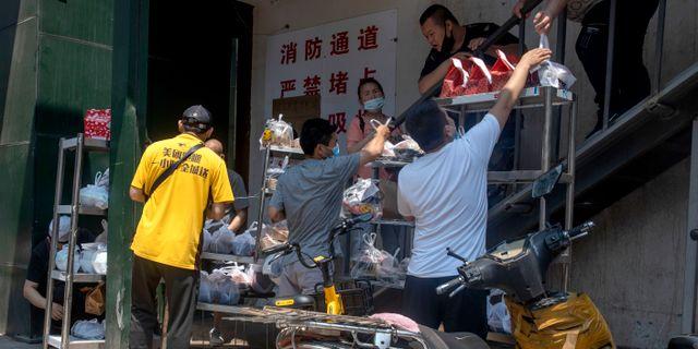Matleverans i Peking. Ng Han Guan / TT NYHETSBYRÅN