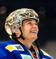 Erik Källgren jublar efter att ha vunnit SM-guld med Växjö.  JONAS LJUNGDAHL / BILDBYRÅN