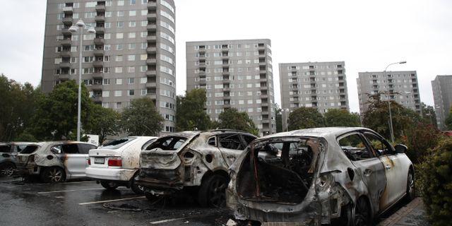 Utbrunna bilar på parkeringen vid Frölunda torg.  Adam Ihse/TT / TT NYHETSBYRÅN