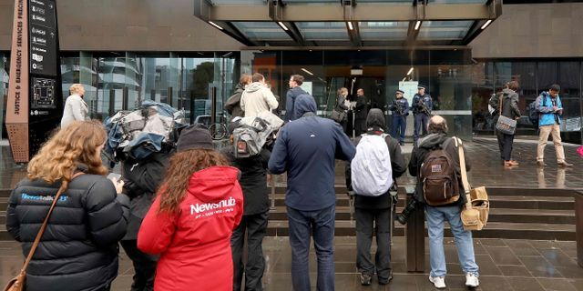 Utanför rättsalen i Christchurch idag. SANKA VIDANAGAMA / AFP