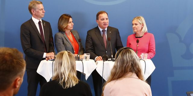 Per Bolund, Isabella Lövin, Stefan Löfven och Magdalena Andersson presenterar dagens budgetnyhet. Thomas Johansson/TT / TT NYHETSBYRÅN