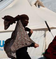 Kvinnor i al-Hol-lägret i Syrien. GORAN TOMASEVIC / TT NYHETSBYRÅN