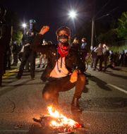 Demonstranter i Portland under natten till fredagen.  Sean Meagher / TT NYHETSBYRÅN