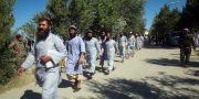 Fångar som släppts under tisdagen. Rahmat Gul / TT NYHETSBYRÅN