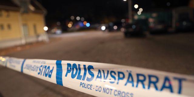 Polisen spärrade av ett stort område på platsen.  Andreas Hillergren/TT / TT NYHETSBYRÅN