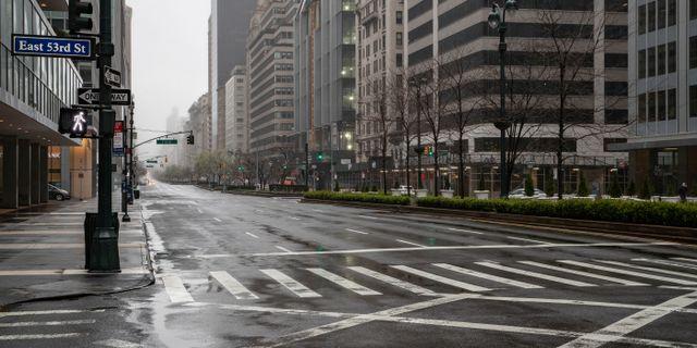 New Yorks gator är tomma sedan restriktioner infördes.  JEENAH MOON / TT NYHETSBYRÅN