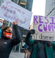 New York-bor som vill att Cuomo ska avgå. Brittainy Newman / TT NYHETSBYRÅN