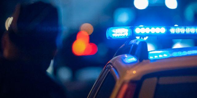 Polis och polisbil/arkivbild.  Johan Nilsson/TT / TT NYHETSBYRÅN