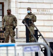 Militärer på vakt utanför Kapitolium. Patrick Semansky / TT NYHETSBYRÅN