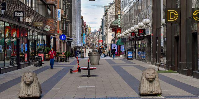Arkivbild: En öde Drottninggatan i centrala Stockholm i slutet av mars i år.  Jonas Ekströmer/TT / TT NYHETSBYRÅN