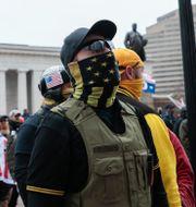 Proud Boys-medlem under en demonstration i Washington tidigare i januari Joshua A. Bickel / TT NYHETSBYRÅN