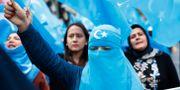 Uigurer i Turkiet demonstrerar mot Kinas behandling av den muslimska minoritetsgruppen. Lefteris Pitarakis / TT NYHETSBYRÅN/ NTB Scanpix
