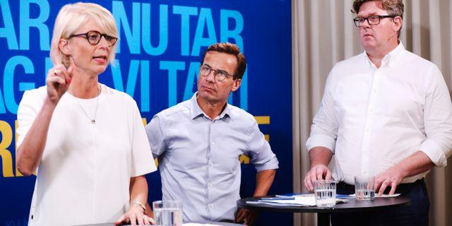Moderaternas ekonomisk-politiska talesperson Elisabeth Svantesson, Moderaternas partiledare Ulf Kristersson (M) och partisekreterare Gunnar Strömmer.  Sören Andersson/TT / TT NYHETSBYRÅN