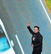 Arkivbild. Elon Musk vid visningen av Teslas gigafabrik i Grünheide utanför Berlin, oktober 2021.  Patrick Pleul / TT NYHETSBYRÅN