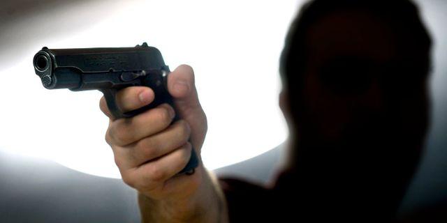 Person med pistol CLAUDIO BRESCIANI / TT / TT NYHETSBYRÅN
