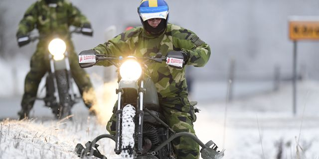 Motorcykelförare deltog i sökinsatsen.  Mikael Fritzon/TT / TT NYHETSBYRÅN