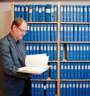 UFO-Sveriges arkiv med dåvarande ordföranden Clas Svahn. Bild från 2009.  Henrik Witt / TT / TT NYHETSBYRÅN