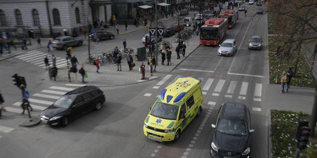 En ambulans på Vasagatan utanför Centralen i Stockholm efter terrordået på Drottninggatan.  Anders Wiklund/TT / TT NYHETSBYRÅN