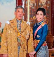Maha Vajiralongkorn och Sineenat Wongvajirapakdi. TT