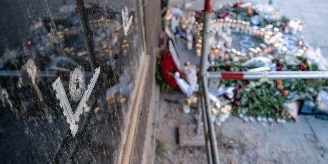 19 aring misstankt for trippelmord