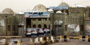 Barikader utanför en myndighetsbyggnad i al-Hudaydah ABDO HYDER / AFP