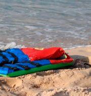 Illustrationsbild: Flytväst på libysk strand.  Hussein Ben Mosa / TT NYHETSBYRÅN