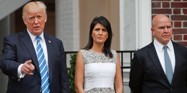 President Donald Trump, USA:s FN-ambassadör Nikki Hale och säkerhetsrådgivare H R McMaster. Pablo Martinez Monsivais / TT / NTB Scanpix